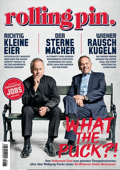 Rolling Pin Cover 237 Wolfgang Puck sitzt auf Parkbank