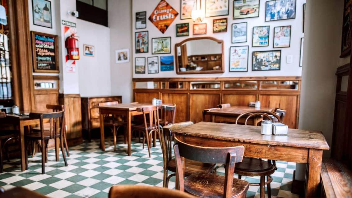 schweiz-restaurant-leer-1132x637